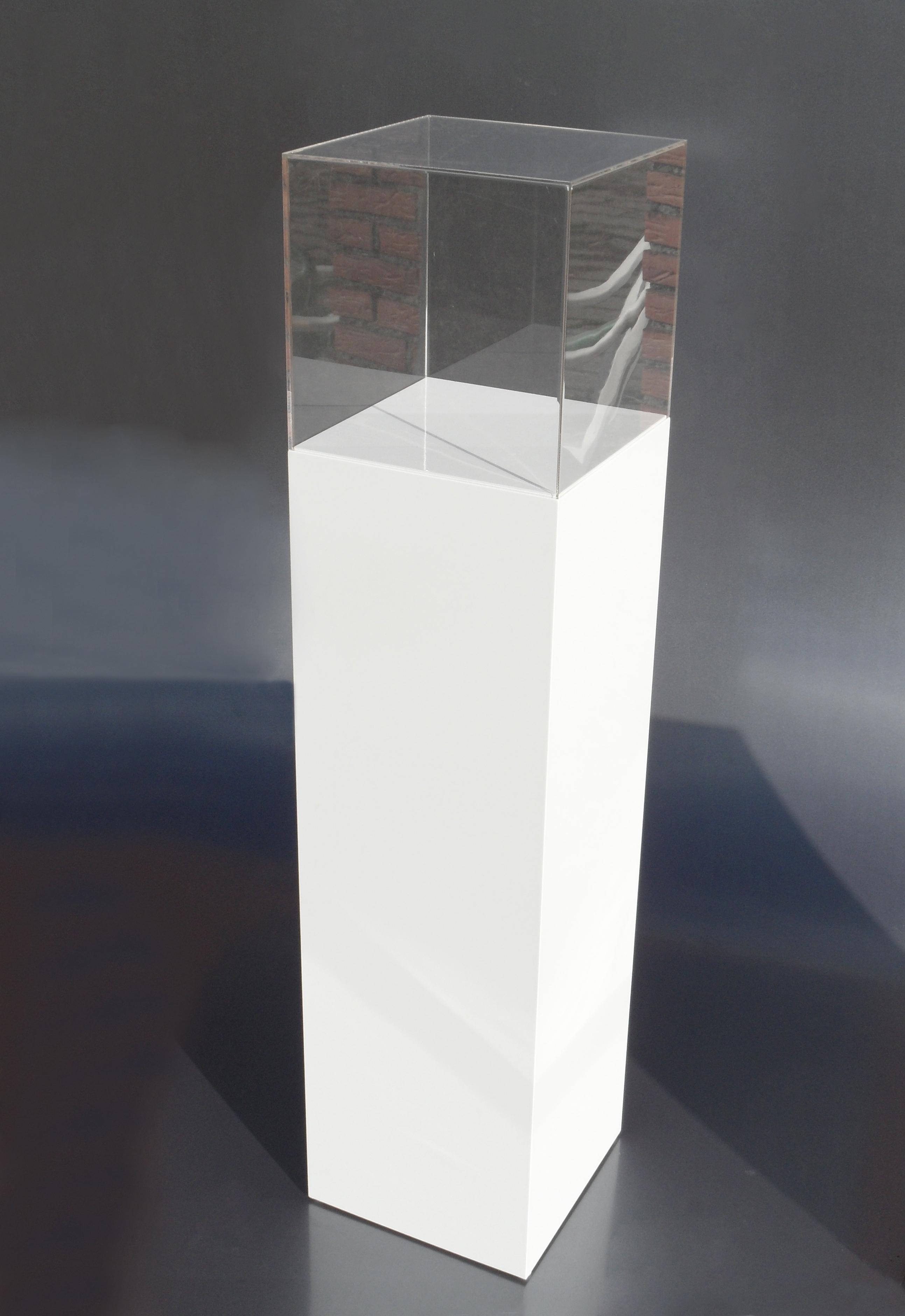 sokkel met plexiglazen kap-30x30x130